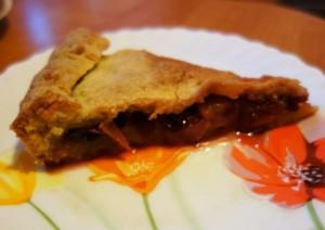 Сдобный яблочно клюквенный пирог
