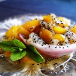 Десерт из питахайи и манго.
